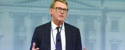 Matti Vanhanen på en presskonferens 12.8.2020