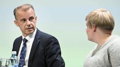 Centerns gruppordförande Juha Pylväs och partiets ordförande Annika Saarikko på partiets sommarmöte i Seinäjoki den 26 augusti 2021.