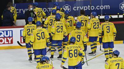 Besvikna svenska spelare efter förlusten mot Ryssland i hockey-VM 2021.