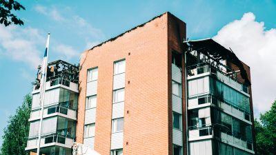 Branden orsakade omfattande skador på sexvåningshuset i Nyslott.