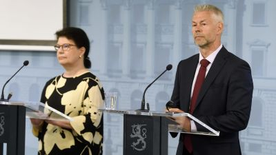 Strategidirektör Liisa-Maria Voipio-Pulkki, överläkare Taneli Puumalainen