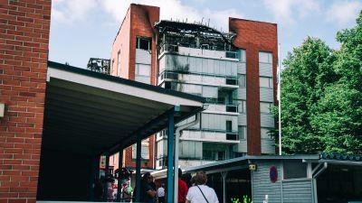 Det brandskadade flervåningshuset i Nyslott.
