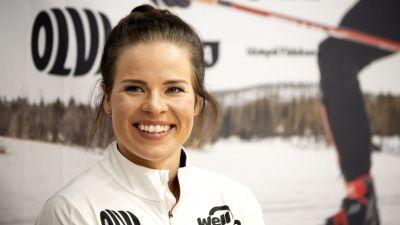 Krista Pärmäkoski på en pressträff.