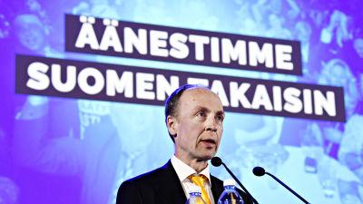Jussi Halla-aho håller tal i samband med kommunalvalet 2021.