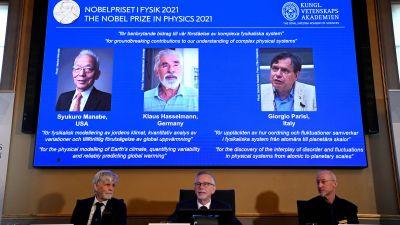 Syukuro Manabe, Klaus Hasselmann och Giorgio Parisi på en skärm.