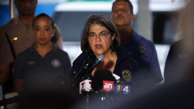 Daniella Levine Cava talar till pressen