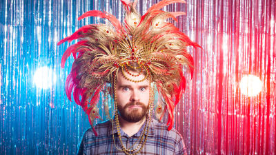 Moloken man i karnevalshatt