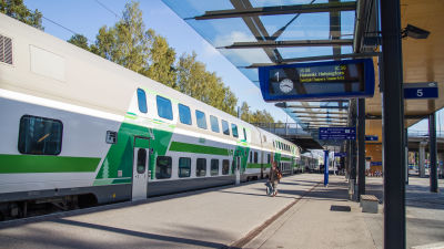 Tåg på en tågstation