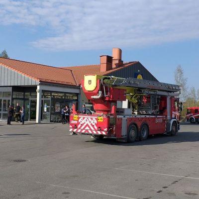 Tulipalo Lidlissä Porissa 30.4.2019. Kauppa tyhjennetty.