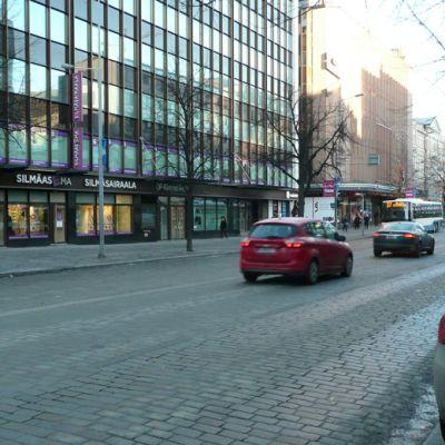 liikennettä Tampereen Hämeenkadulla joulukuussa 2013
