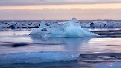 Is vid Arktis som smälter i havet