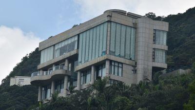 Bild på ett lyxigt bostadshus.