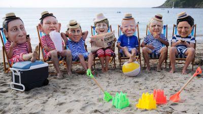 Aktivister från hjälporganisationen Oxfam demonstrerade på en strand i Cornwall på lördagen, utklädda till G7-ledarna.