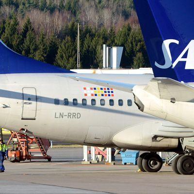 SAS:n koneita Arlandan kentällä.