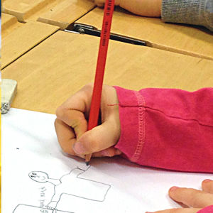 Bildcollage av skolmatsal, teckningslektion samt gymmnastiksal.