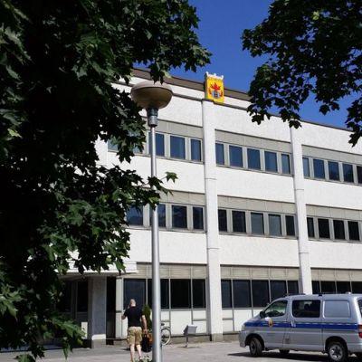 Kuvassa Kokkolan kaupungintalo heinäkuussa.