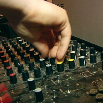Äänistudiolla.