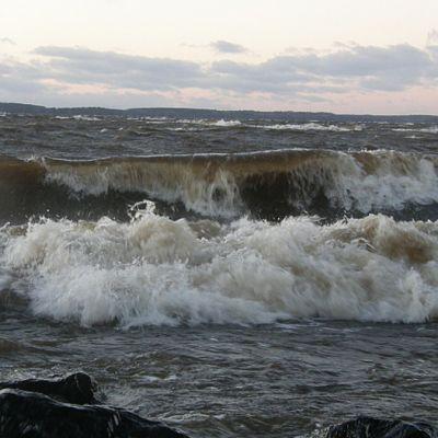 Vanajanniemessä oli Eino-myrskyssä komeat aallot