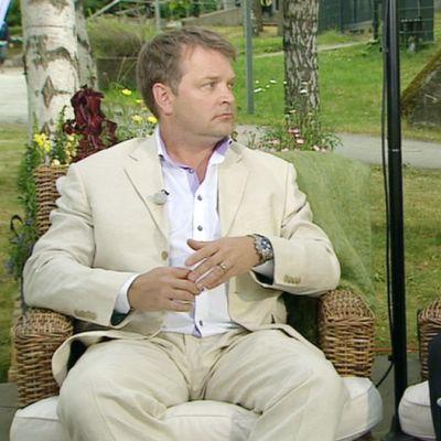 Pettäjäbisneksestä keskustelevat konsultti Timo Uusi-Kerttula ja professori Osmo Kontula.