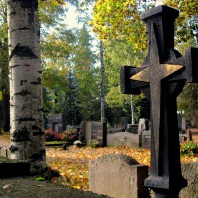 Risti hautamuistomerkissä