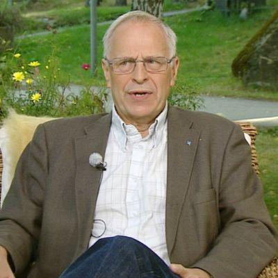 Kirkko ja kaupunki -lehden päätoimittajan Seppo Simola Ylen Aamu-tv:n vieraana 22. heinäkuuta.