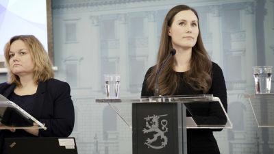 Krista Kiuru ja Sanna Marin hallituksen tiedotustilaisuudessa
