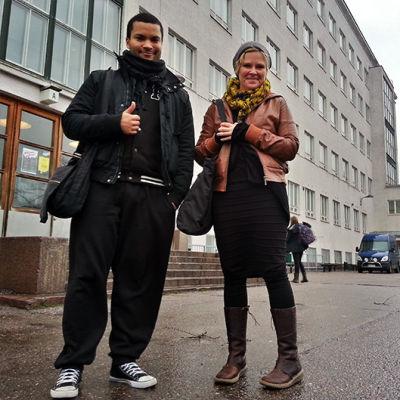 Koulukiusaamista tutkiva tohtori Virpi Pöyhönen ja Stradan Joonatan katsastivat Luokkajuhla-ensi-iltaelokuvan.