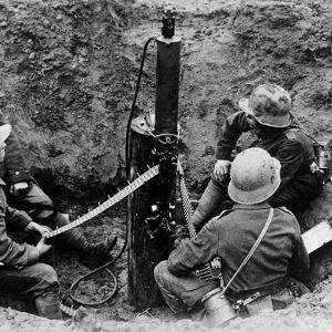 Tyska soldater i en grop under första världskriget.