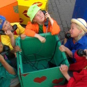 Barn med telefoner, Yle 2000