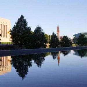 Eduskuntatalo ja kansallismuseo aamulla