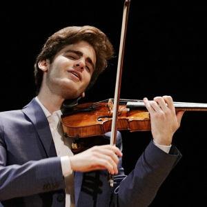 Emmanuel Tjeknavorian Sibelius-viulukilpailussa 2015.