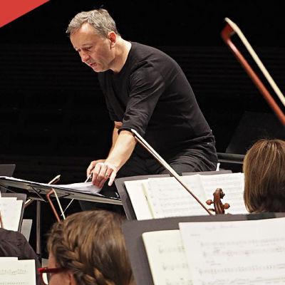 Kapellimestari ja tenori Paul Agnew laulaa ja johtaa RSOn konsertissa 4.- 5.2.2015