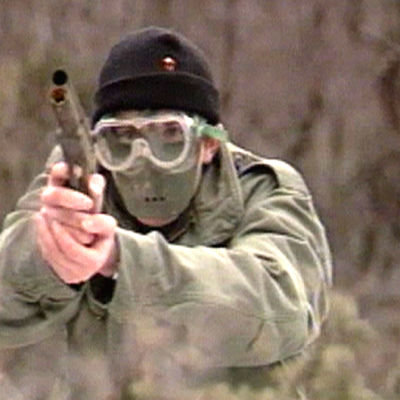 Man med paintballutrustning, Yle 1989