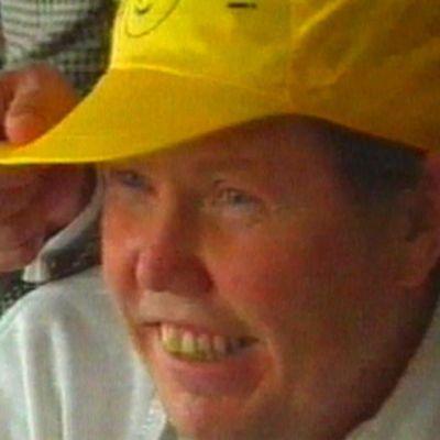 Bert Karlsson med gul hatt