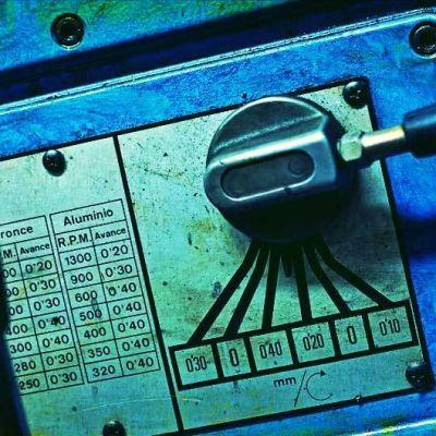 sähkölaitteen säätövipu