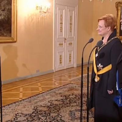 Bettina Sågbom intervjuar Tarja halonen och Pentti Arajärvi