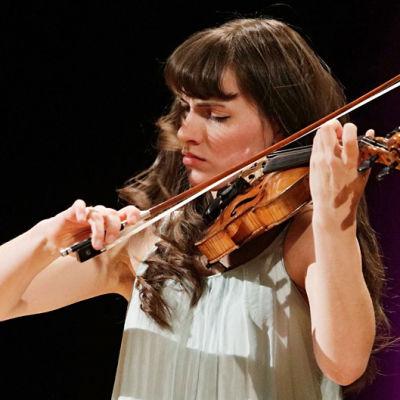 Diana Tischchenko Sibelius-viulukilpailussa 2015.