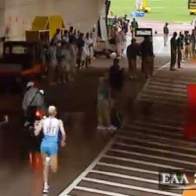 Janne Holmén löper maraton.