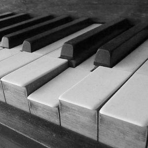 pianon koskettimet