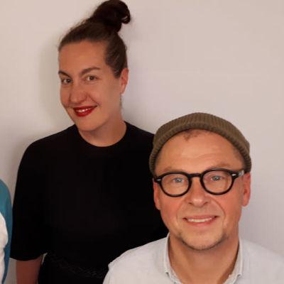 Juha-Pekka Sillanpää, Tuuli Saksala ja Sami Saari seisomassa
