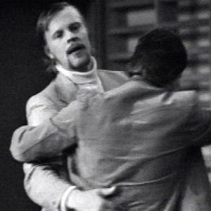 Vesa-Matti Loiri ja Juha Muje tanssivat tv-draamassa Ystävyysottelu (1975).