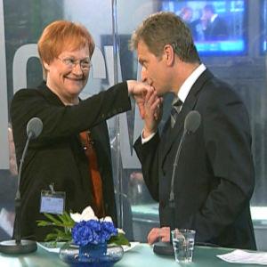 Sauli Niinistö gratulerar president Halonen