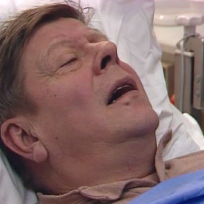 Gunnar Bergström (Nils Brandt) på sjukhus, Yle 1988