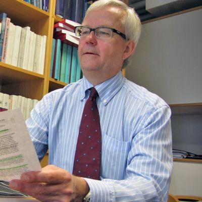 Olli Mäenpää, professor i förvaltningsrätt