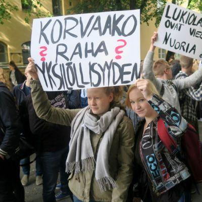 Lukiolaisten mielenosoitus Hämeenlinnassa