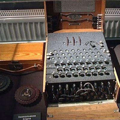 Enigma ja muita salauslaitteita Museo Militariassa