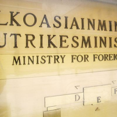 Ulkoasiainministeriön nimikilpi.