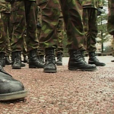 Sotilaiden saappaita