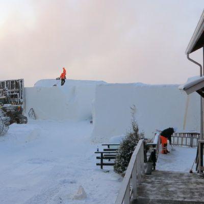 Lumilinnarakentamista tammikuussa 2016