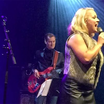 Heidi Pakarinen laulaa